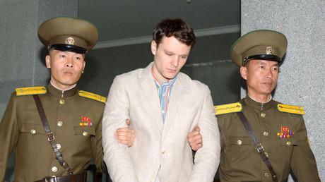 Otto Warmbier nach seiner Verhaftung auf dem Weg zum Gericht, Pjöngjang, Nordkorea, 16. März 2016.