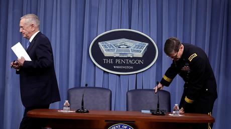 Verteidigungsminister James Mattis und Armeegeneral Joseph Vogel nach einer Pressekonferenz in Washington, USA, 11. April 2017.