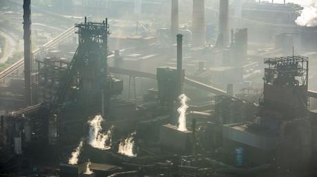 Das ThyssenKrupp-Stahlwerk in Duisburg: Unter den von der US-Regierung erwogenen Maßnahmen zur Begrenzung der Stahlimporte würde auch die deutsche Stahlindustrie leiden.