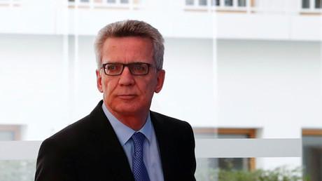 Innenminister de Maiziere, einer der Verfechter des neuen Gesetzes, bei einer Pressekonferenz