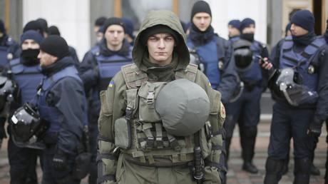 Ukrainische Polizisten durchsuchten in der Nacht zu Freitag die Redaktionsräume eines regierungskritischen Internetportals. (Symbolbild)