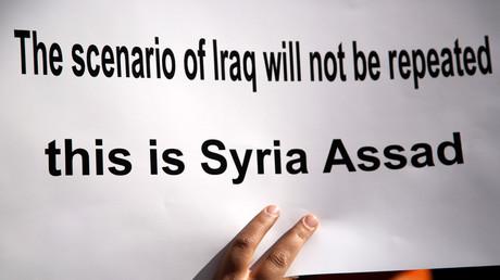 Proteste vor dem UN-Gebäude in Damaskus gegen amerikanische Luftangriffe, Syrien, 8. April 2017.