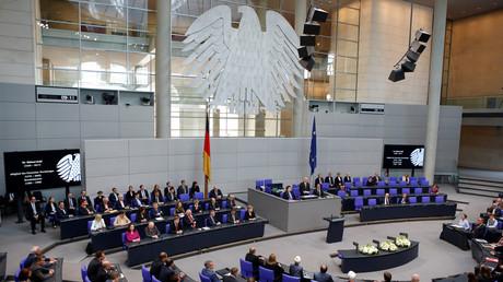 2017 erscheint Rechenschaftsbericht von 2015. Laut Lobbycontrol wird verspätet und unzureichend Rechenschaft über Parteispenden und Sponsoring abgelegt (Symbolbild: Deutscher Bundestag )