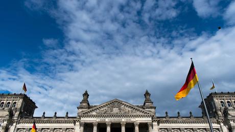 Mit Ausnahme der Linken erhalten alle Parteien im Bundestag Spendengelder von privaten Unternehmen. Kritiker befürchten eine unzulässige Einflussnahme auf die Gesetzgebung.