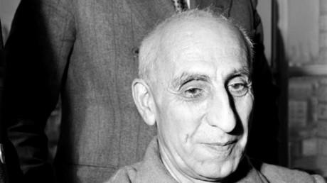 Mohammad Mossadegh wurde nach dem Putsch 1953 wegen Landesverrats angeklagt und zu drei Jahren Gefängnis und anschließendem Hausarrest verurteilt. Bis zu seinem Tod lebte er auf seinem Landgut in Ahmad Abad.