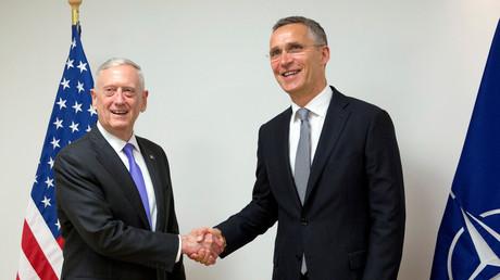 Abgemacht! US-Verteidigungsminister James Mattis und Nato-Generalsekretär Jens Stoltenberg sind sich über die Verlegung weiterer Nato-Truppen nach Afghanistan einig