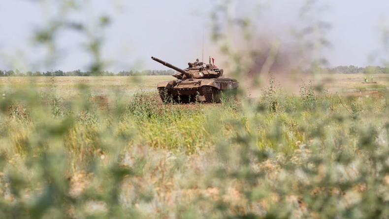 Gut 500 russische Panzerschützen absolvieren Überraschungsübung bei Wolgograd