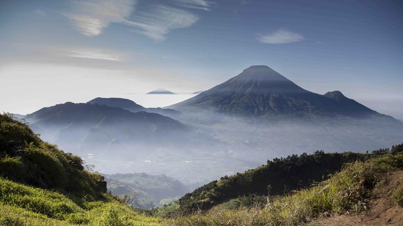 Acht Menschen sterben bei Absturz von Rettungshelikopter nach Vulkanausbruch in Indonesien