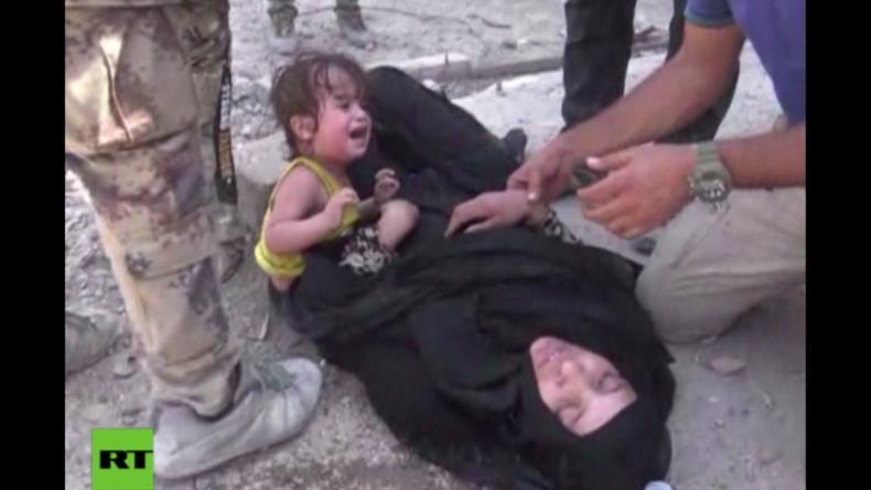 Erschütternde Bilder aus Mossul - Zivilisten fliehen vor Bomben und Gewehrschüssen