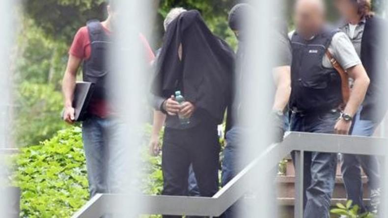 Drei mutmaßliche IS-Terroristen in Deutschland vor Gericht