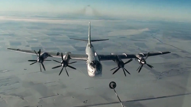 Russische Bomber zerstören IS-Objekte in Syrien [VIDEO]