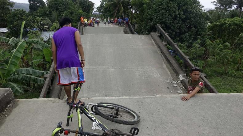 Starkes Erdbeben auf den Philippinen - Mindestens zehn Verletzte