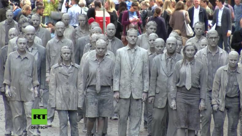 """Hamburg: Protestaktion gegen G20 - """"Sklaven des Systems"""" marschieren durch Hamburg"""
