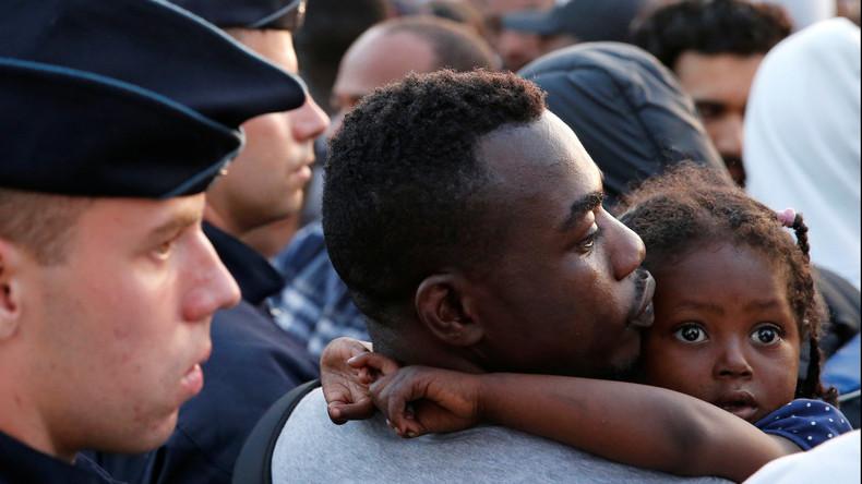 Flüchtlingslager mit 2,5 Tausend Einwohnern in Paris geräumt