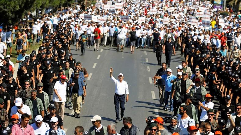 """""""Marsch der Gerechtigkeit"""": Zehntausende versammelten sich in der Türkei zu Abschlusskundgebung"""