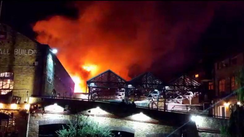 Bekannter Londoner Markt steht in Flammen [Fotos und Videos]