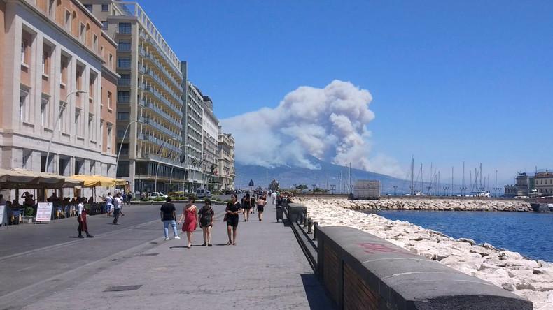 Rauchsäulen am Vesuv - Italien kämpft mit Bränden