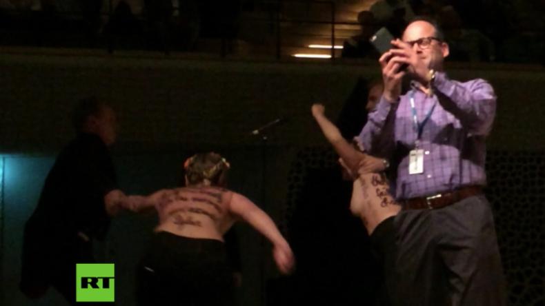 Hamburg: Wegen angeblichen Kindesmissbrauchs – Halbnackte Femen-Frauen stürmen Woody-Allen-Konzert