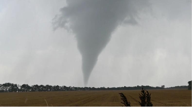 Superzelle sorgt für Tornado nahe Wien - Ausbeute sind spektakuläre Bilder und Millionenschäden