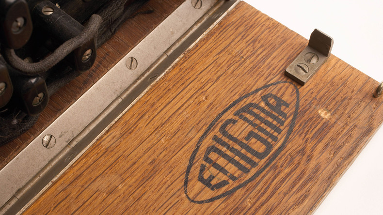 Deutsche Chiffriermaschine aus dem Zweiten Weltkrieg versteigert