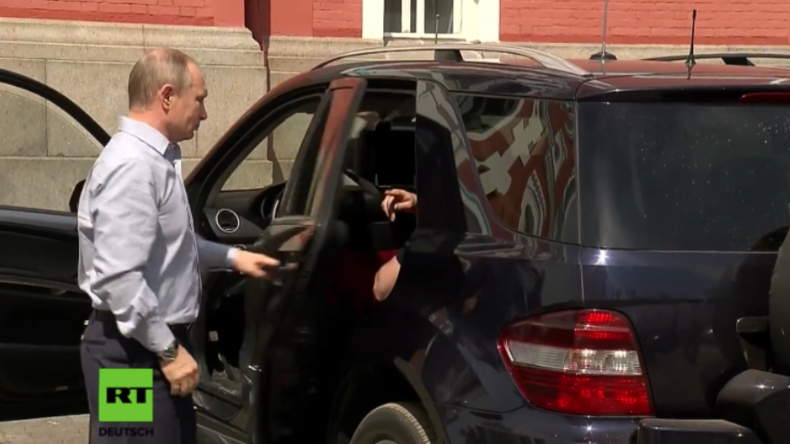 """""""Mysteriöse Frau"""" in Putins Wagen bringt die Gerüchteküche zum Brodeln"""