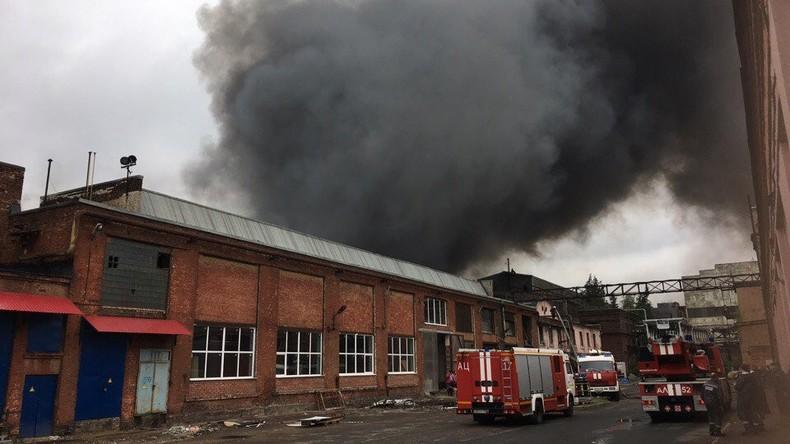 Mindestens sieben Tote bei Brand in Fabrik in Sankt Petersburg