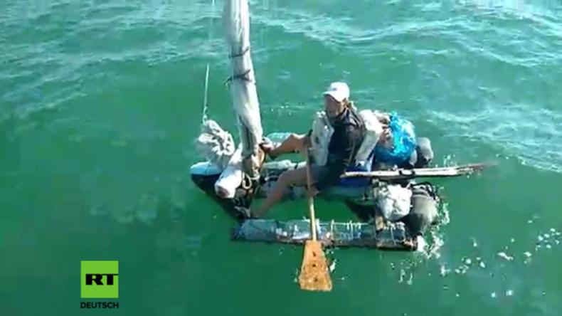 Russland: Grenzpatrouille greift Mann auf Floß aus Plastikflaschen auf