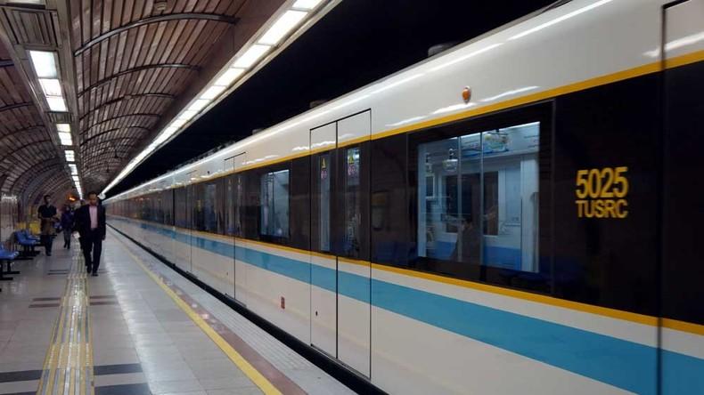 Mann greift in Teheraner U-Bahn Geistlichen mit Messer an