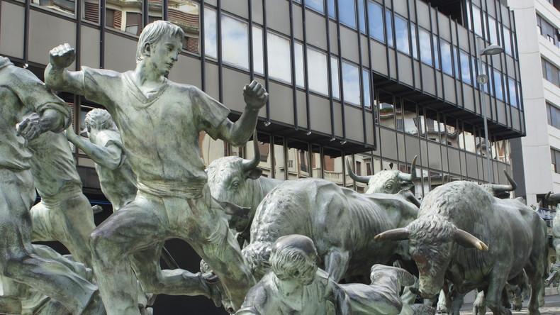 Mit Kunstblut gegen Stierkampf: Protestaktion in Madrid