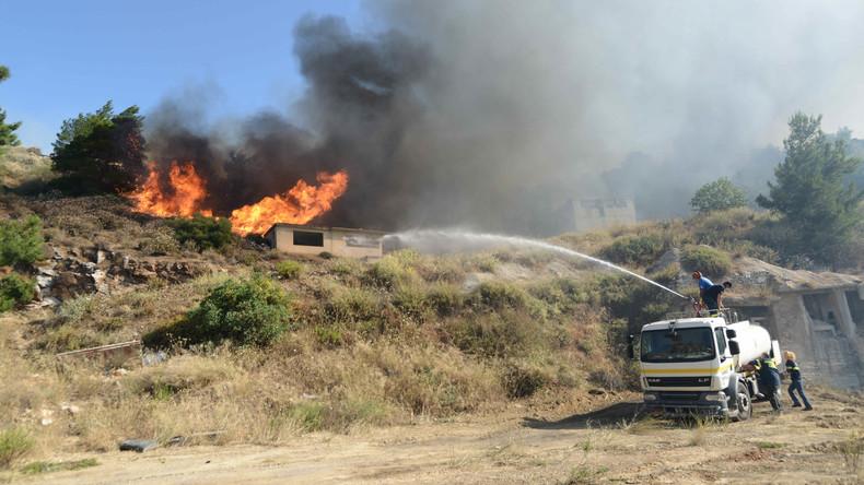 Griechische Feuerwehr kämpft gegen Waldbrände im Dauereinsatz an