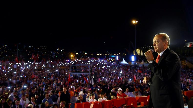 Recep Tayyip Erdoğan kündigt unnachgiebiges Vorgehen gegen Putschisten an