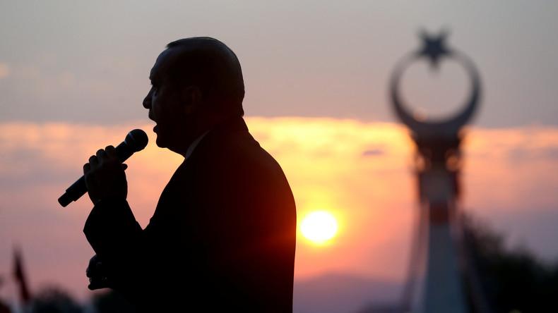 Türkische Handy-Nutzer hören zum Putschjahrestag Gratulationen statt Anklopftöne