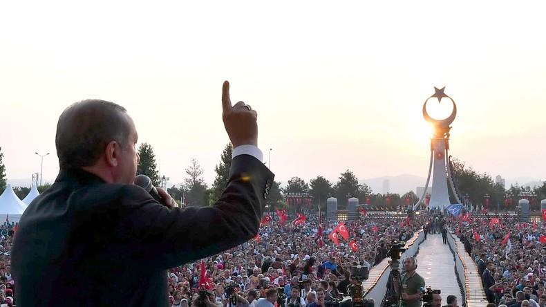 Gedenken an Putschversuch: Erdoğan würde Todesstrafe und Friedensnobelpreis begrüßen  [VIDEO]