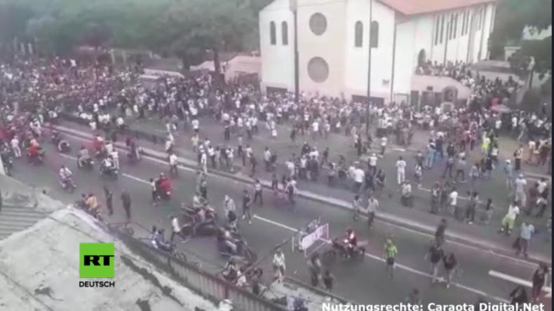 Oppositions-Referendum in Venezuela – Unbekannte auf Motorrädern eröffnen das Feuer auf Wähler