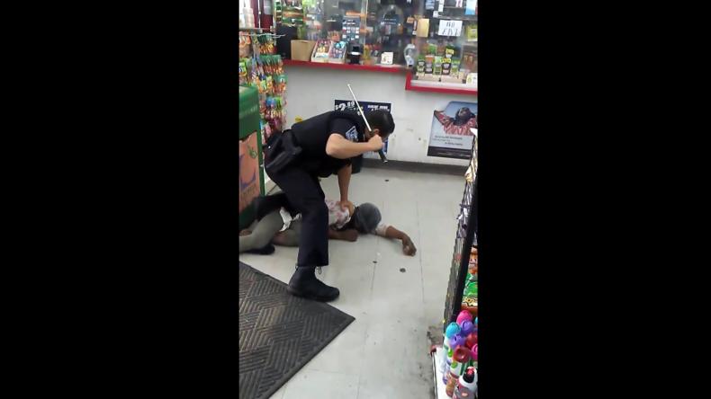 USA: Polizist verprügelt Obdachlose, die nach Geld bettelte