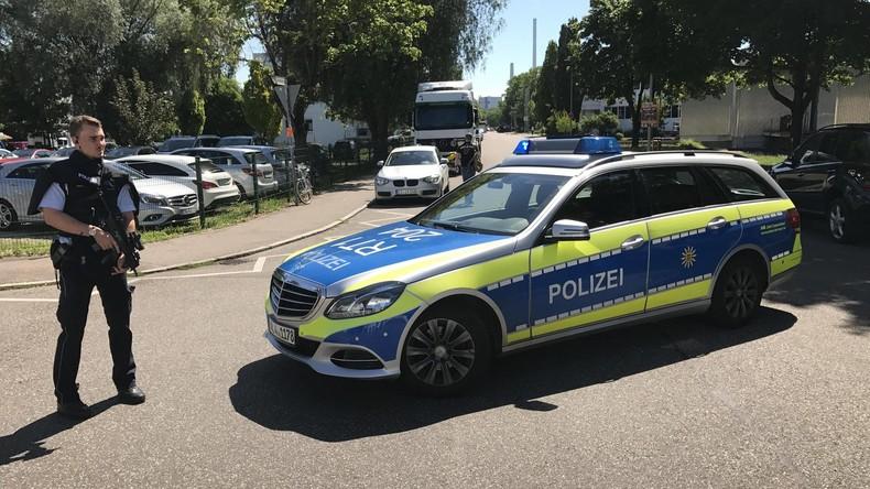 Amokalarm an Esslinger Schule - Wohl Bewaffneter auf der Flucht