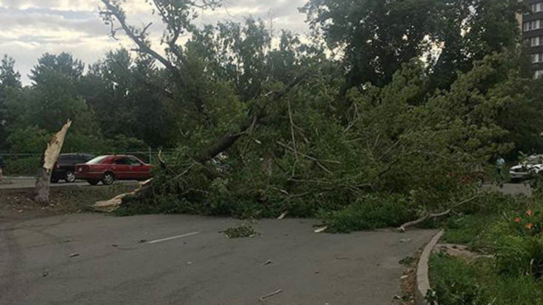 Verheerender Hurrikan in Kasachstan – Mindestens fünf Verletzte [Video]