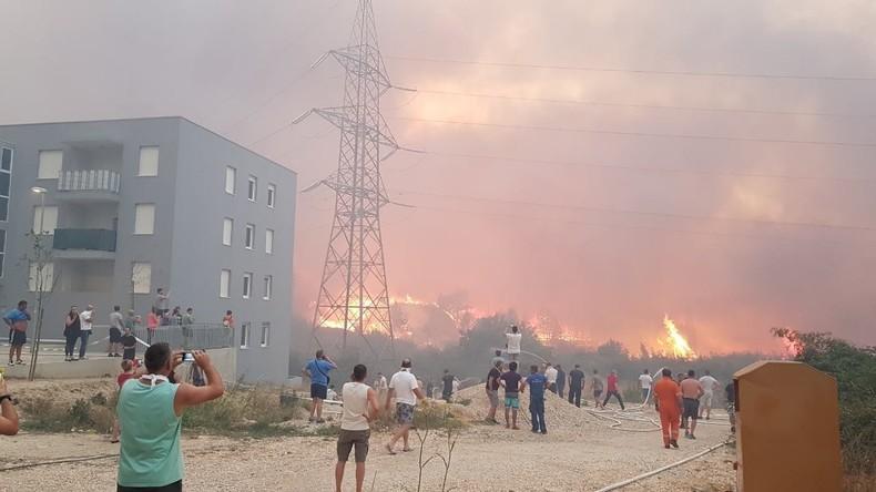 Heftige Waldbrände bedrohen kroatische Großstadt Split [Video]