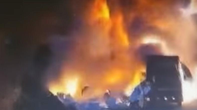 LKW-Kollision in China löst gewaltige Explosion aus [Video]