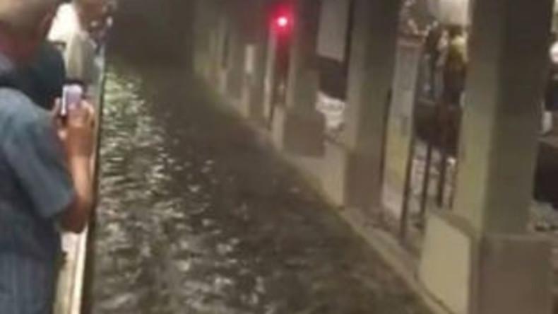 U-Bahn-Stationen in Istanbul wegen heftiger Regenfälle überflutet [Videos]