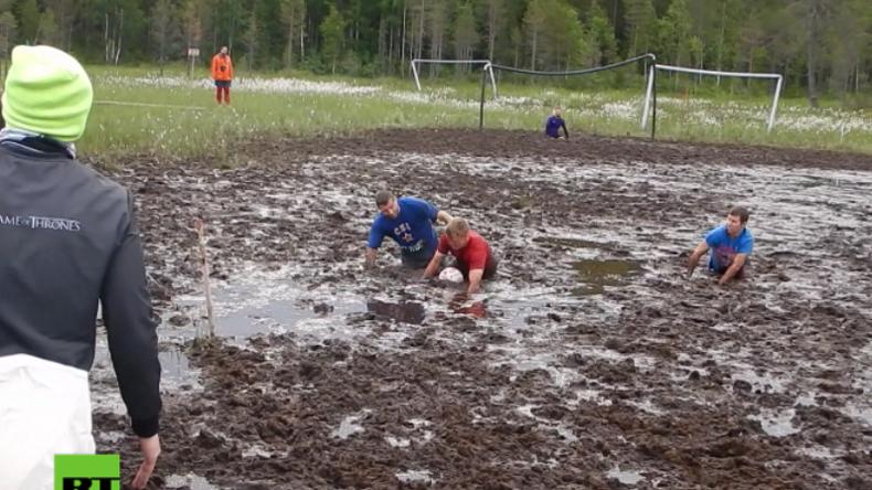 Russland holt sich den WM-Titel im Sumpffußball