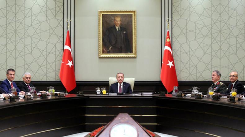Gabriel bricht wegen Spannungen mit Türkei Urlaub ab