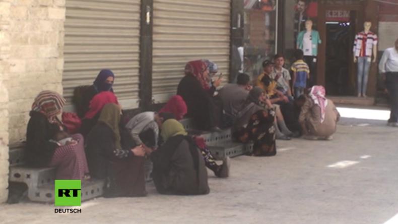 """Rakka, eine einzige Hölle: """"Es gibt kein Dorf, dass die US-Koalition nicht beschossen hat"""""""