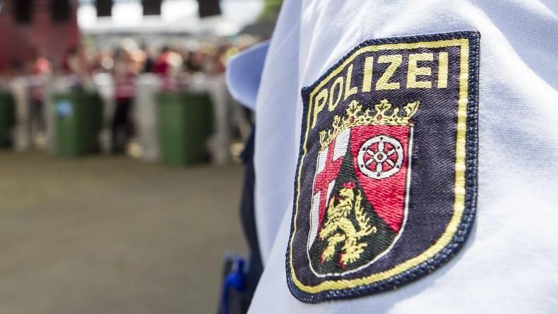 Polizist verweigert Kollegin den Handschlag - Disziplinarverfahren