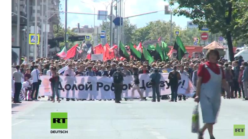 RT Deutsch live aus Moskau: Demonstration gegen neues Netzwerkdurchsuchungsgesetz