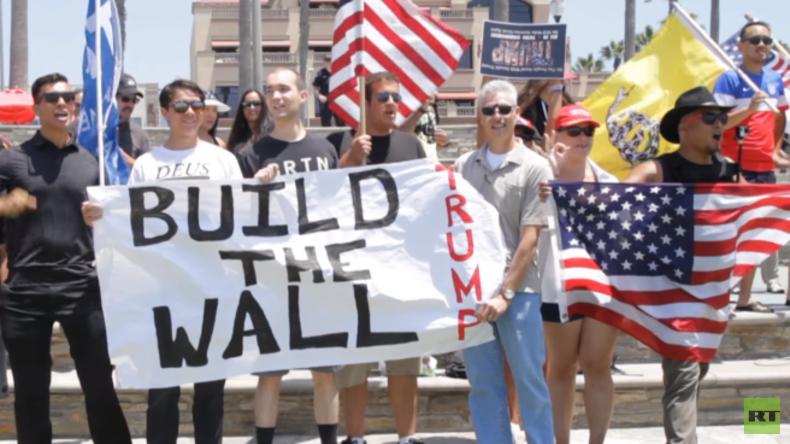 """Pro-Trump-Demo in den USA: """"Bau die Mauer! Bau die Mauer!"""""""