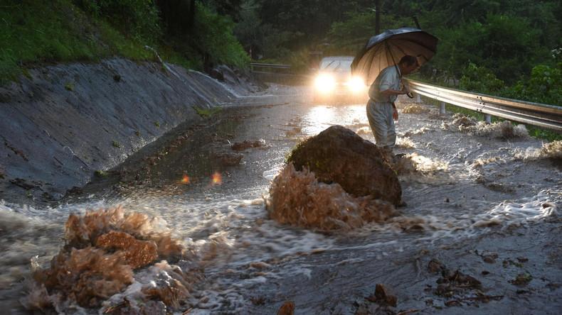 Hunderte Häuser in Japan nach Regenfällen überflutet