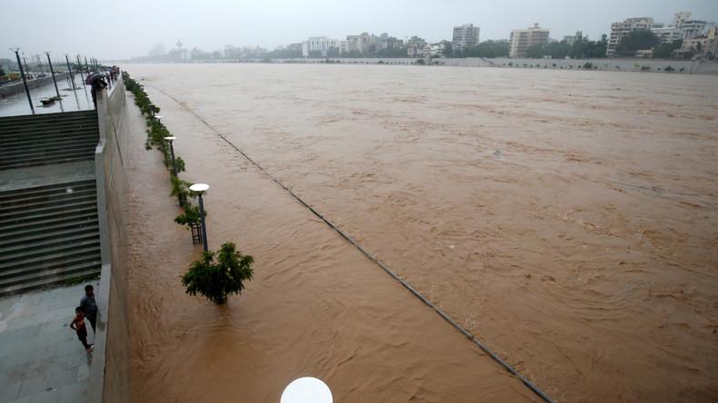 Zehntausende fliehen in Indien vor Monsunregen - 225 Tote