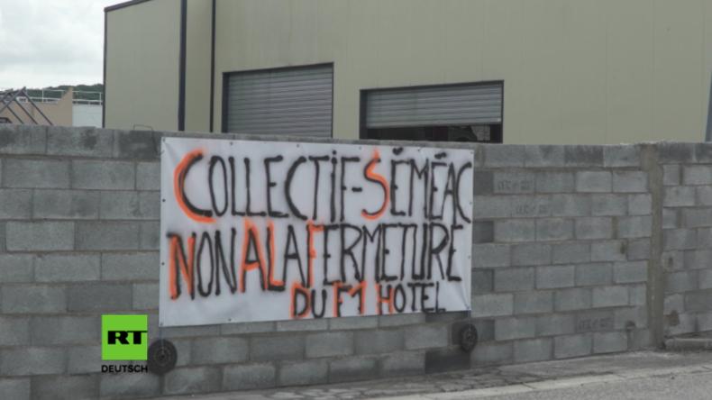"""Frankreich: """"Damit man uns endlich hört"""" - Wütende Bürger errichten Mauer vor Flüchtlingsunterkunft"""