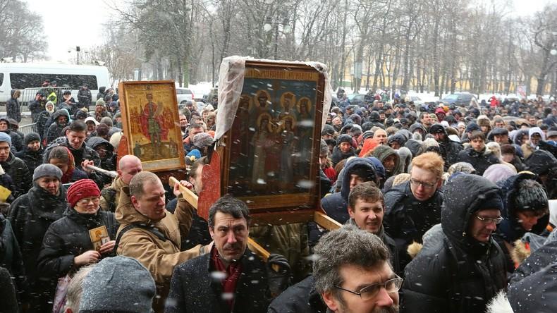 Umfrage: Anzahl der Atheisten in Russland halbiert sich innerhalb von drei Jahren